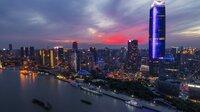 Skyline von Shanghai im Abendrot.