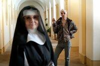 Schwester Maria, l.; Johnny, r.