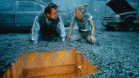 Der Leiter des Büros für Katastrophenschutz, Mike Roark (Tommy Lee Jones), und die Seismologin Dr. Amy Barnes (Anne Heche) setzen alles daran, der Katastrophe Herr zu werden.