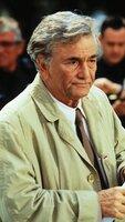 Lt. Columbo (Peter Falk) rekonstruiert den Tathergang des Mordes an der Kolumnistin Verity Chandler.
