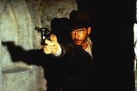 Eines Tages erhält der Archäologieprofessor Indiana Jones (Harrison Ford) vom amerikanischen Geheimdienst den Auftrag, die verschollene Bundeslade des Alten Testaments zu suchen, ehe die fieberhaft nach ihr grabenden Nazis sie in ihren Besitz bringen können ...