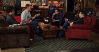 Zunächst sind Evans (Ben Stiller, 2.v.r.) Mitstreiter in der allseits belächelten Bürgerwehr, Franklin (Jonah Hill, r.), Bob (Vince Vaughn, 2.v.l.) und Jamarcus (Richard Ayoade, l.), hauptsächlich daran interessiert, Bier zu trinken und sich zu amüsieren. Doch dann läuft ihnen ein leibhaftiger Alien über den Weg ...