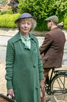 Miss Jane Marple (Geraldine McEwan).