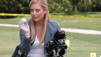 Auf einem Golfplatz wurde die Leiche eines Schülers gefunden. Calleigh (Emily Procter) macht sich an die Spurensuche.