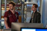 Will Halstead (Nick Gehlfuss, l.), Jay Halstead (Jesse Lee Soffer)
