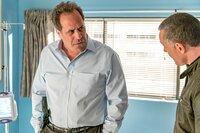 Arnold Chilewich (Saul Stein, l.), Hank Voight (Jason Beghe)