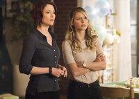 Während sich Alex (Chyler Leigh, l.) mit der von Eliza geplanten Brautparty auseinandersetzen muss, reist Kara (Melissa Benoist, r.) mit J'onn zum Mars ...