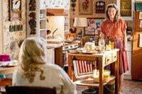 Melissa Peterman (Brenda Sparks), Zoe Perry (Mary Cooper).