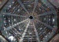 """SWR Fernsehen WETTSTREIT DER KATHEDRALEN, """"Die Gotik"""", am Sonntag (31.10.21) um 09:00 Uhr. Turmhelm des Ulmer Münsters, fertiggestellt bereits 1330, einer der wenigen gotischen Türme, die noch in der Zeit der Gotik vollendet wurden. Ganz oben, an der Spitze, sieht man sehr gut, dass genaue architektonische Berechnungen im Mittelalter noch nicht völlig perfekt gelangen. © SWR, honorarfrei - Verwendung gemäß der AGB im engen inhaltlichen, redaktionellen Zusammenhang mit genannter SWR-Sendung bei Nennung """"Bild: SWR"""" (S2). SWR Presse/Bildkommunikation, Baden-Baden, Tel: 07221/929-23876, foto@swr.de"""