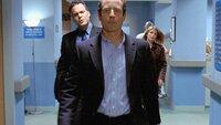 Detective Goren (Vincent D'Onofrio, l.) und seine Kollegin Alexandra Eames (Kathryn Erbe) verdächtigen Paul Whitlock (Sam Robards) des Mordes. Doch hat er wirklich eine Autobombe gezündet?