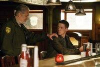 Ein unerwartetes Wiedersehen auf einer anderen Ebene: Sheriff Corbin (Clancy Brown, l.) und Joe (Zach Appelman, r.) ...