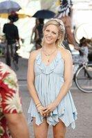 Anna Hicks (Brittany Snow)