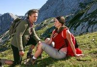Karl (Timothy Peach) unternimmt mit Maria (Angela Ascher) eine Bergtour, doch seine Jugendfreundin hat Hintergedanken.