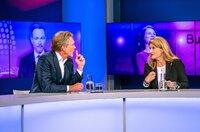 "Gäste bei Sandra Maischberger: Hajo Schumacher (Journalist) und Tina Hassel (Leiterin ""ARD""-Hauptstadtstudio)."