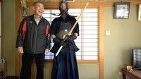 Minoru bittet Samuel um 10 Stunden seiner Zeit und führt ihn bei sich Zuhause in die Welt des Kampfsportes ein.