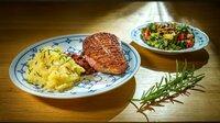 """Als Hauptspeise serviert Doris den Klassiker """"Himmel und Erde"""" mit gebratener Ente und Sommersalat. ("""