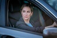 Nach ihrer Suspendierung versucht sich Lisa Armstrong (Morven Christie) neu im Team zu behaupten.