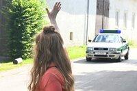 Eine junge Frau verschwindet plötzlich. Zwei Tage später macht eine Freundin eine wichtige Entdeckung: Sie findet das Auto der Vermissten und ruft die Polizei.