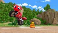 Ricky ist ein fröhliches, rotes Motorrad, dem kein Abenteuer zu groß ist. Sein größter Traum ist es, eines Tages ein Rettungsmotorrad zu sein und damit in die Fußstapfen seiner Eltern zu treten.