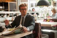 Während Josh Exfreundin Chloe wieder datet, bringt Guy (Simon Baker) Nat aus dem Konzept. War die überstürzte Hochzeit vielleicht doch ein Fehler?
