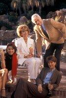 (v.l.n.r.) Heather Michaels (Julie Condra); Bea Michaels (Christina Pickles); Dr. Mark Sloan (Dick Van Dyke); Terri Michaels (Nancy Lee Grahn)