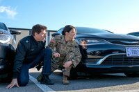 Als sich der ehemalige Militärpolizist Jack Reacher (Tom Cruise, l.) in Virginia mit seiner Nachfolgerin Major Susan Turner (Cobie Smulders, r.) treffen will, wird sie plötzlich verhaftet und auch gegen ihn werden schlimme Vorwürfe erhoben. Kann er die Unschuld von Turner und seine eigene beweisen?