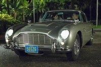 Caterina Murino (Solange), Daniel Craig (James Bond).