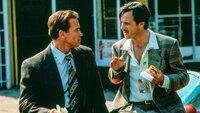 Harry (Arnold Schwarzenegger, l.) und Simon (Bill Paxton)  Die Verwendung des sendungsbezogenen Materials ist nur mit dem Hinweis und Verlinkung auf TVNOW gestattet.