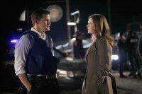 (v.l.n.r.) Booth (David Boreanaz); Dr. Brennan (Emily Deschanel)