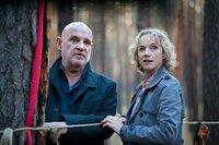 Kommissar Krüger (Christian Redl, l.) und Dr. Marlene Seefeldt (Claudia Geisler-Bading) hoffen, dass der Wolf gefangen werden kann.