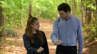 Hope Mikaelson (Danielle Rose Russell, l.); Clarke (Nick Fink. r.)