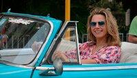 Kuba ist eine Insel der Kontraste: karibisches Lebensgefühl und nostalgischer Glanz, verfallene Prachtbauten und moderne Gebäude, weiße Strände und grüner Regenwald. Moderatorin Andrea Grießmann geht auf Entdeckungsreise und findet All-Inclusive-Urlaub im Badeort Varadero, 50er-Jahre-Oldtimer in Havanna, einen Hauch von Karibik auf der kleinen Insel Cayo Juti?as, unverfälschtes, kubanisches Leben in der Kutschen-Stadt Ca?rdenas und im Tal von Vin?ales und schließlich Musik und Tanz in Trinidad.