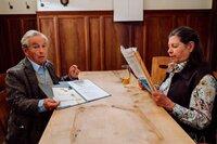 Gerstl (Gerd Lohmeyer) hat schlechte Karten bei seiner Schwägerin in Spe Maria (Monika Manz).
