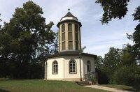 Der Glockenturm des Carillons im Saalfelder Bergfried-Park