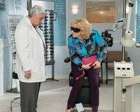 Ken Lerner (Lou Schwartz), Wendi McLendon-Covey (Beverly Goldberg).