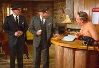 L-R: Francois (André Maranne), Charles Dreyfus (Herbert Lom) und Empfangsdame im FKK-Lager (Reginald Beckwith)