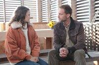 Der Verdächtige Veit Schindler (Julian Weigend) sucht das Gespräch mit Anne Fürst (Jana McKinnon).