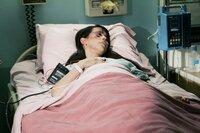 Melinda (Jennifer Love Hewitt) zieht sich bei einem Autounfall eine Kopfverletzung zu, was zur Folge hat, dass sie seitdem keine Geister mehr sehen kann ...
