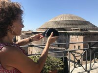 Tullia Iori with 3D model of the Pantheon?s dome roof (landscape).