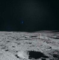 Haben die ersten Menschen auf dem Mond vielleicht Hinweise auf außerirdische Lebensformen entdeckt? (nachgestellte Szene)