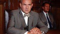 Gerichtsmediziner Dr. Duhler (Klaus Schindler) in der ungewohnten Rolle als Angeklagter.