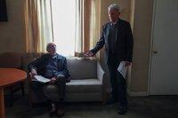 Joe Smith (Christopher Lloyd, l.); Leroy Jethro Gibbs (Mark Harmon, r.)
