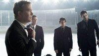 Nathan Ford (Timothy Hutton, l.) nimmt Kontakt zu dem dubiosen Teamchef einer Eishockey-Mannschaft auf und überzeugt diesen, einen neuen Spieler in sein Team aufzunehmen.