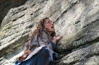 Die Suche nach dem Topf, der süßen Brei kocht, verlangt Jolanthe (Svenja Jung) alles ab.
