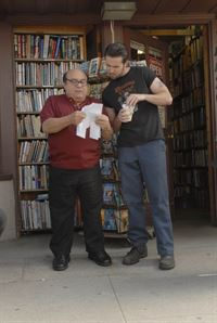 Die Mafia will ihre Kohle zurück: Frank (Danny Devito, l.) und Mac (Rob McElhenney, r.) wissen nur noch nicht, wie sie an so viel Geld kommen sollen ...