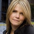 Kathryn Erbe als Detective Eames