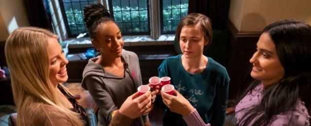 """""""The Sex Lives of College Girls"""": Trailer und Starttermin zu neuer Mindy-Kaling-Dramedy"""