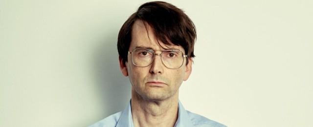 """""""Des"""": David Tennant fasziniert als Serienkiller mit Biedermannbrille"""
