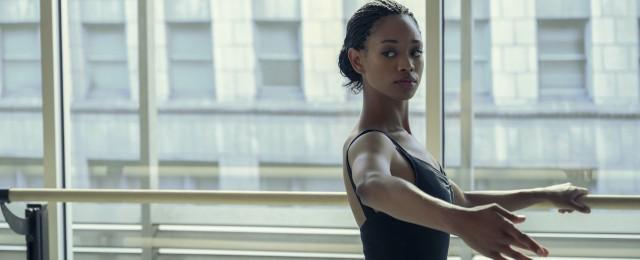 """""""Dein letztes Solo"""": Im Netflix-Ballettkrimi sind die Dialoge noch flacher als die Bäuche der Stars"""