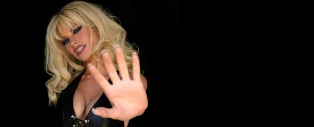 """Pam & Tommy"": Erste Bilder zeigen Lily James als Pamela Anderson"